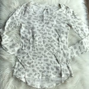 🦋 GRAY & WHITE ANIMAL PRINT THERMAL TOP SIZE S